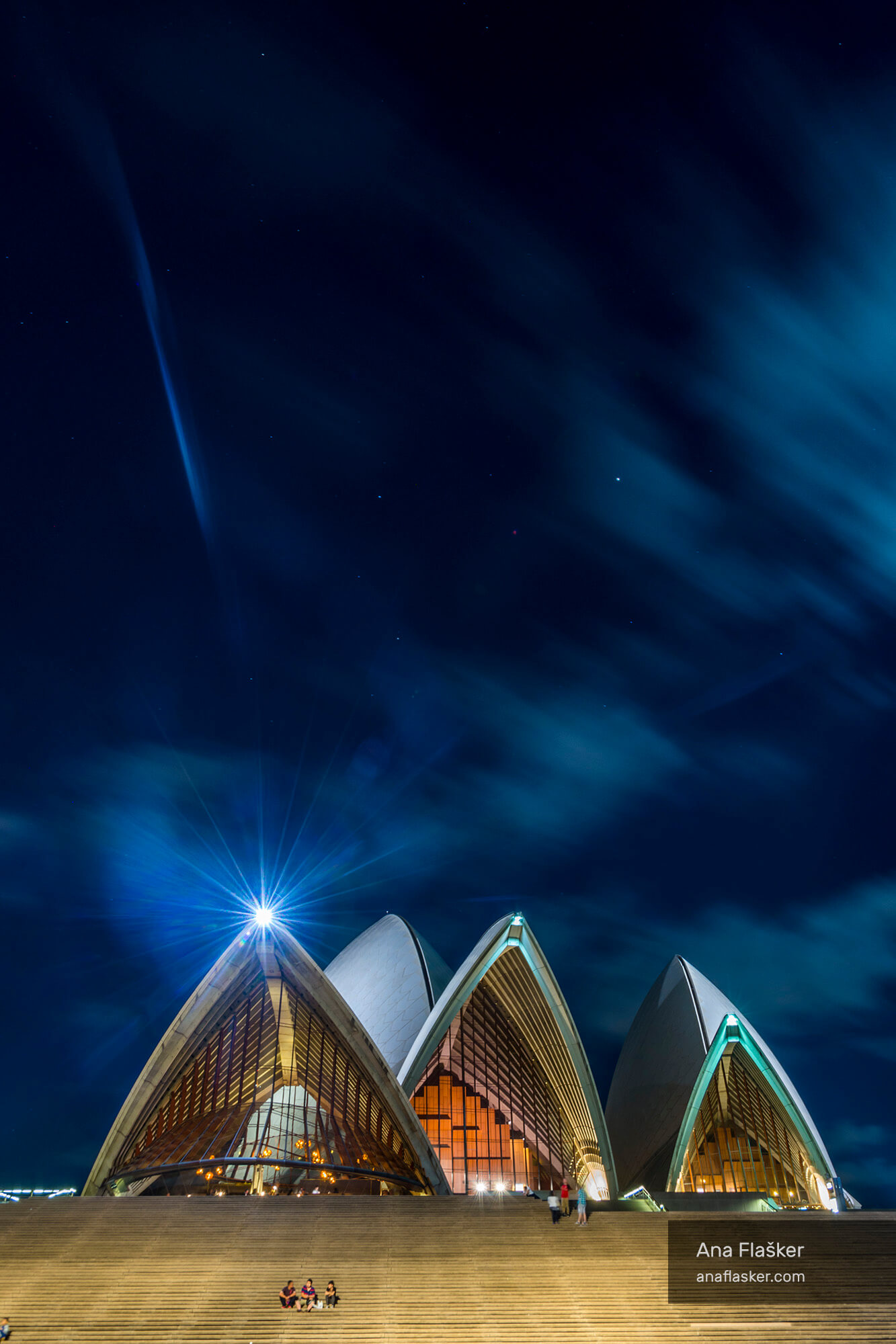 sydney opera at night